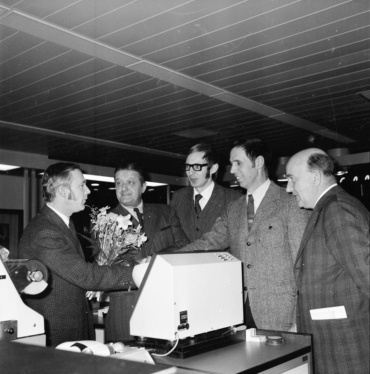 Lions Arbrå på besök hos sparbanken. Juni 1972