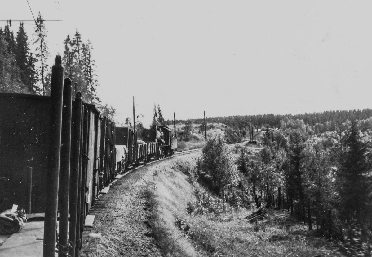 Godstog fra Skreia til Eina underveis mellom Reinsvoll og Eina.