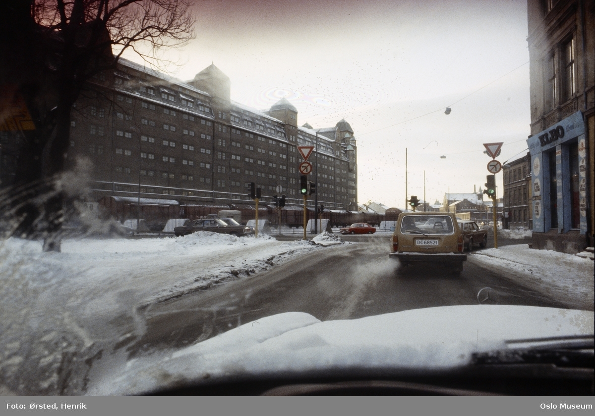 vei, biler, trafikklys, veiskilt, forretningsgård, Oslo Havnelager
