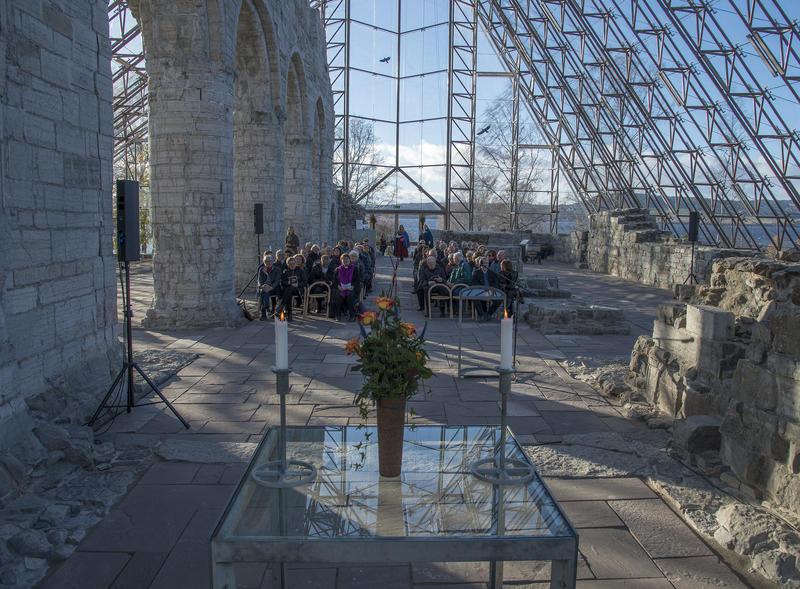 De syngende guidene Kristin Lerdahl Skjønsberg og Tone Østli sto for den musikalske underholdningen.