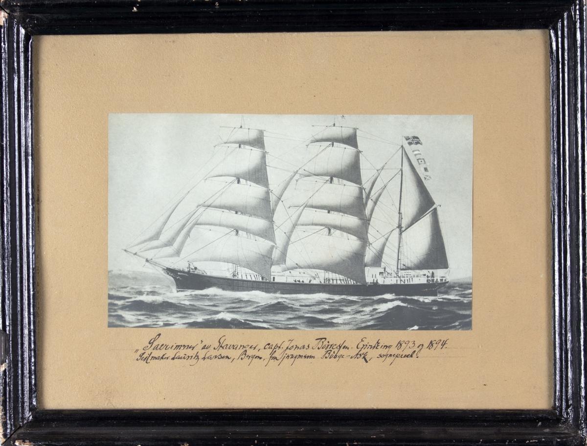 Avfotografert skipsportrett av bark SÆRIMNER fra Stavanger. Fartøyet er i rom sjø og seiler for fulle seil.