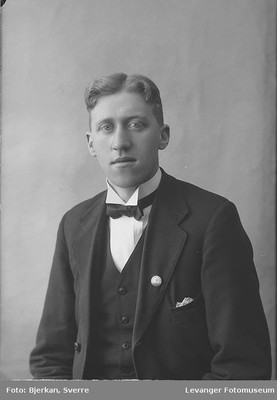 Portrett av Ivar Mediås.