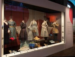 Mitt 50-tal utställning på Nordiska museet Nylonstrumpor, k
