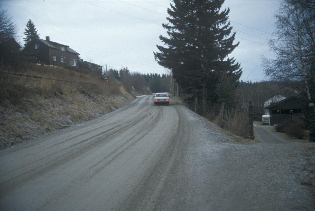 Lillehammer, Nordre Ål, Nordsetervegen overfor Bergesvingen, Bergesvevegen bak til venstre, hus, mot øst