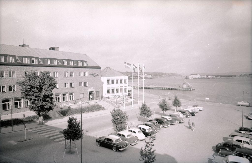 Hotell Lysekil med Rosvikstorg i förgrunden