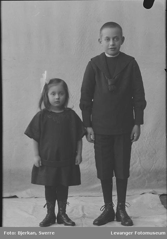 Portrett ev ei jente og en gutt. gutt heter Harald Hjelde