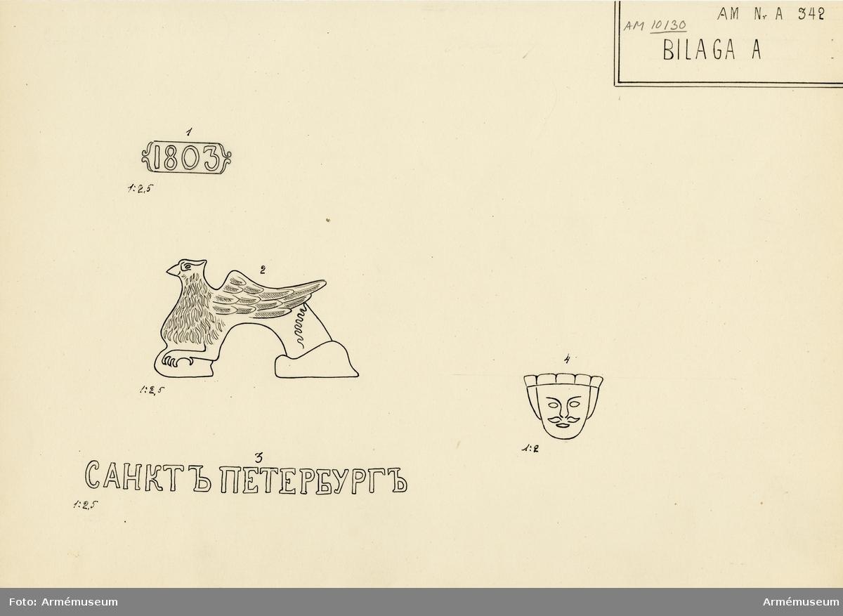 """Grupp A I.  Med årtalet 1803 strax framom och inskriften: """"St. Petersburg"""", å ryska, strax bakom delfinerna.  På den vänstra tappens fria ände: """"No 98"""", på den högra tappens fria ände: 20 pu  27 fu  - """"20 Pud 27 Funt"""". Fängpannan har formen av ett manshuvud utan skägg, och befinner sig på bottenplanet. /v. Tepfers.  Märkt på tappstycket med 1803."""