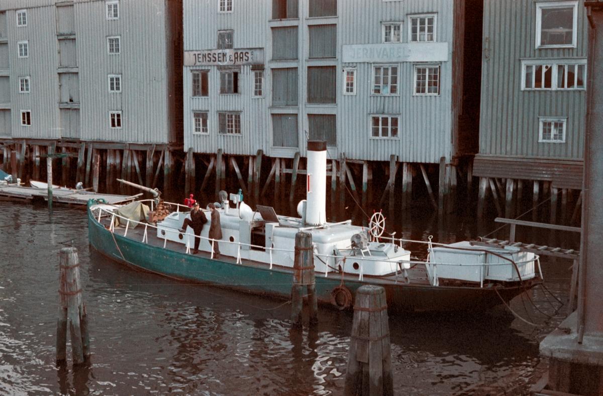En av de gamle sjødampsprøytene i Trondheim
