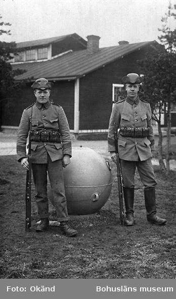 Georg Johansson, Prästbol, Sanne och en okänd excerciskamrat på Gotland år 1916