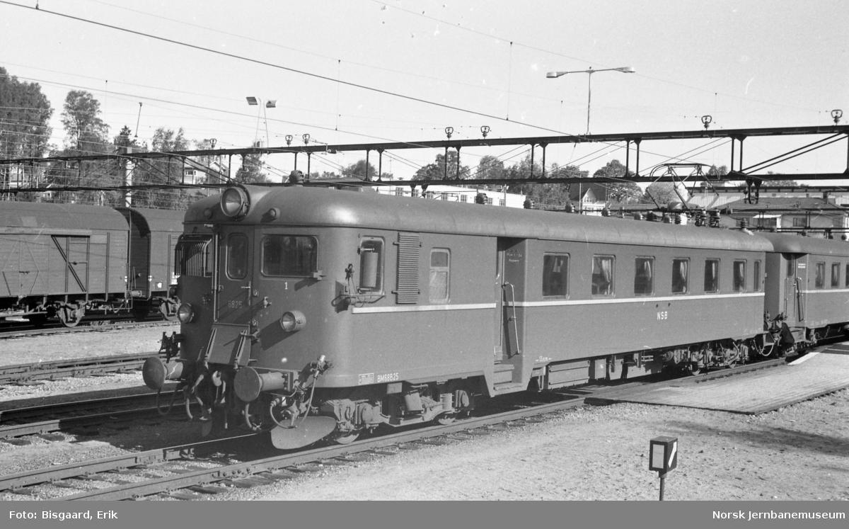 Elektrisk motorvogn BM 68 25 på Ski stasjon