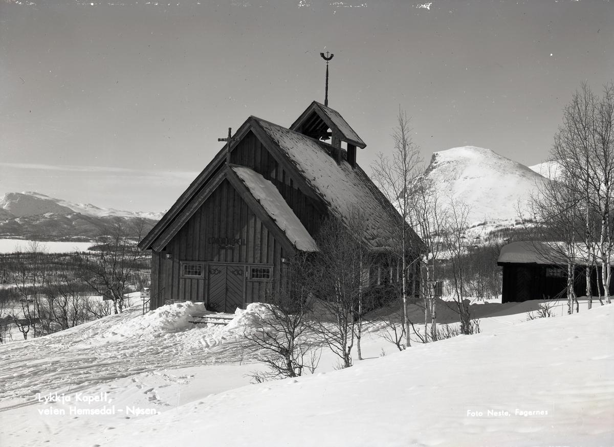 Lykkja kapell. Kapellet ligger på veien mellom Valdres og Hallingdal. Skogshorn i bakgrunnen