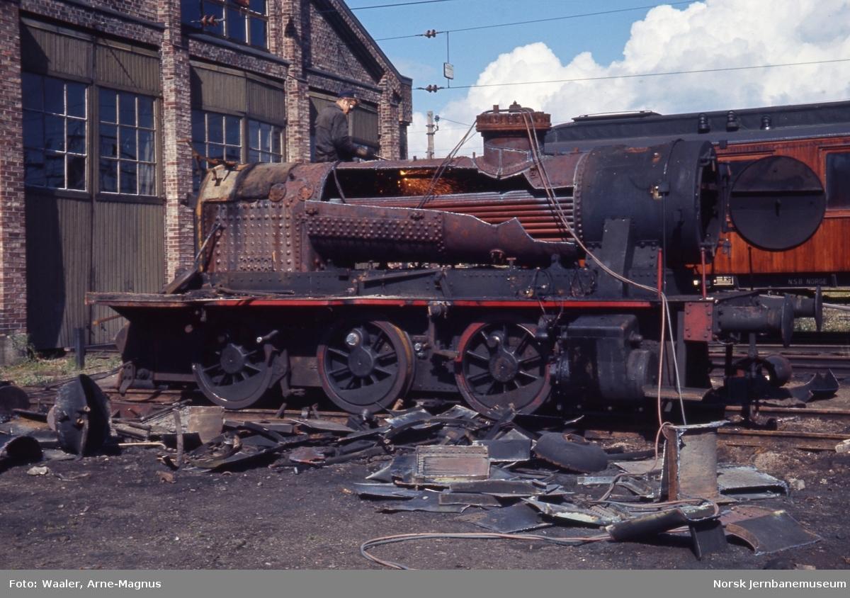 Opphugging av  damplokomotiver på Lillestrøm stasjon - type 25a nr. 326