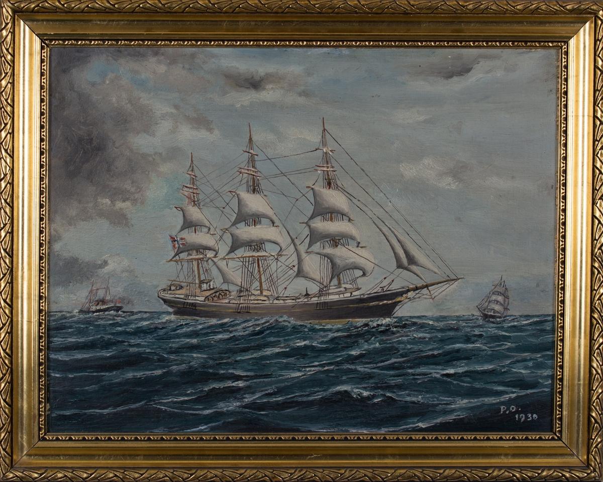 Ukjent fullrigger med seilføring og norsk flagg i akter. I bakgrunnen sees et dampskip og en annen fullrigger.