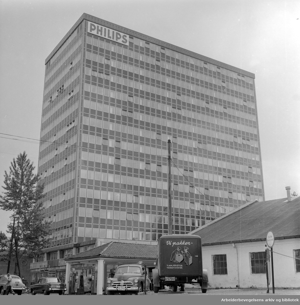 Sørkedalsveien. Elementbygg på Majorstua. Phillipsbygget. Juni 1958