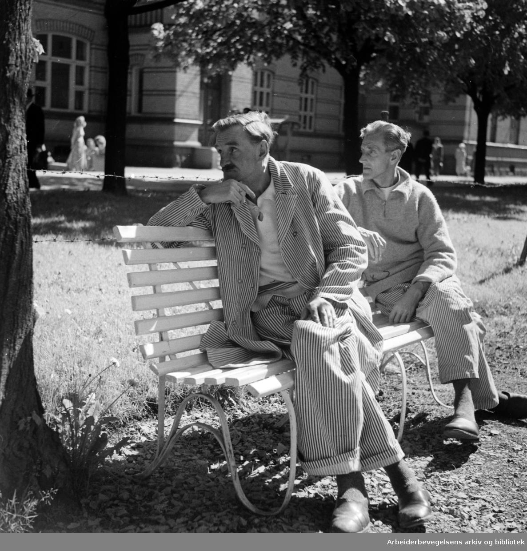 Ullevål Sykehus. Parken utenfor. Mai 1949.