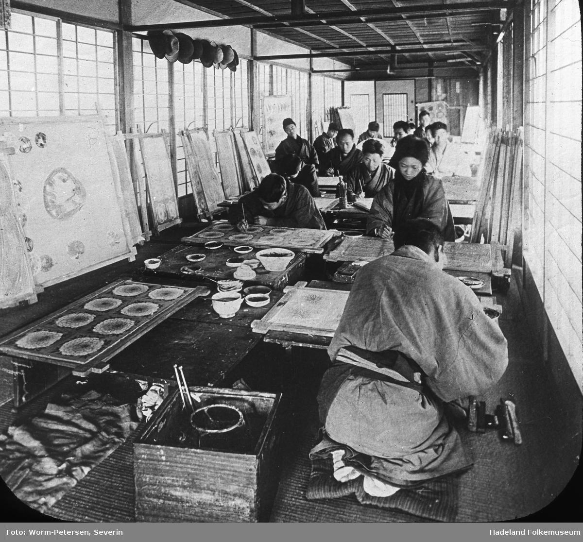 Interiør fra et Japansk male verksted.