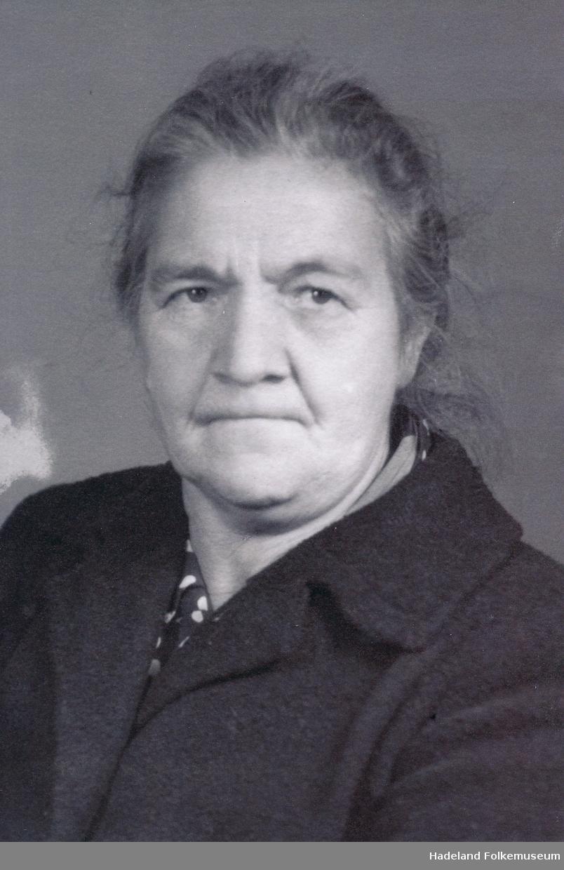 Portrett av Helene Haakonsen.