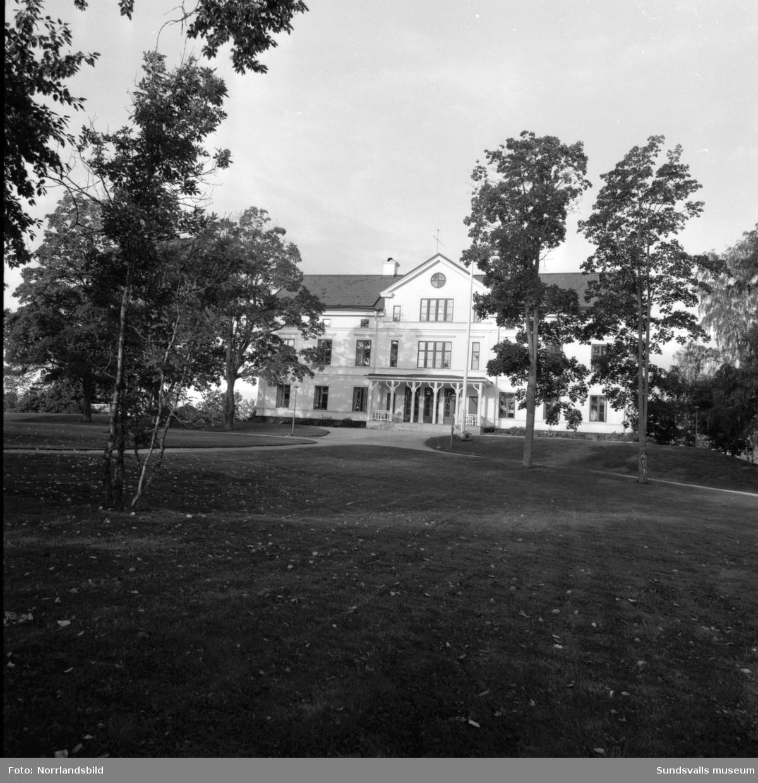 Lantmannaskolan i Hussborg, Ljungaverk, samt Hussborgs herrgård.