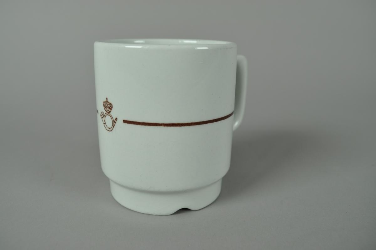 Kaffekopp med posthornemblem.