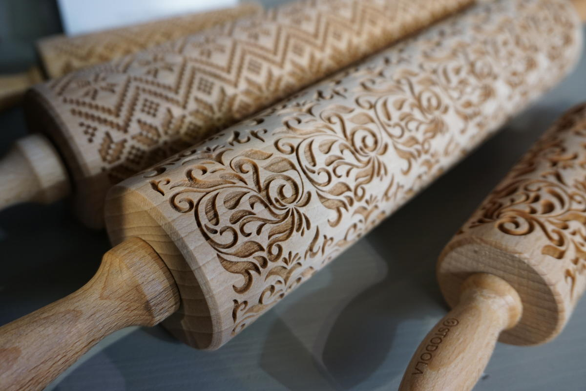 Kjevler med mønster inspirert frå gamle tekstilar.