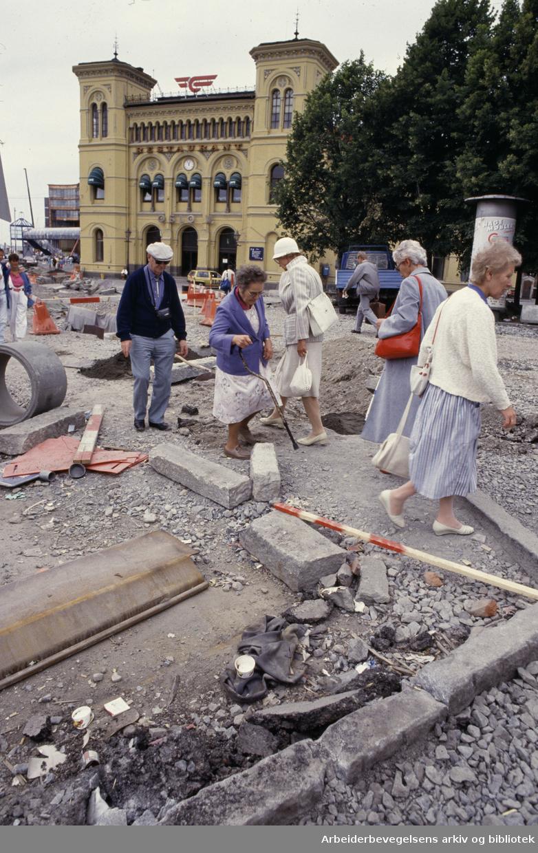 Vestbanestasjonen. Gravearbeider. Juli 1986