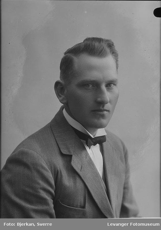 Portrett av J Høiem fornavn ukjent