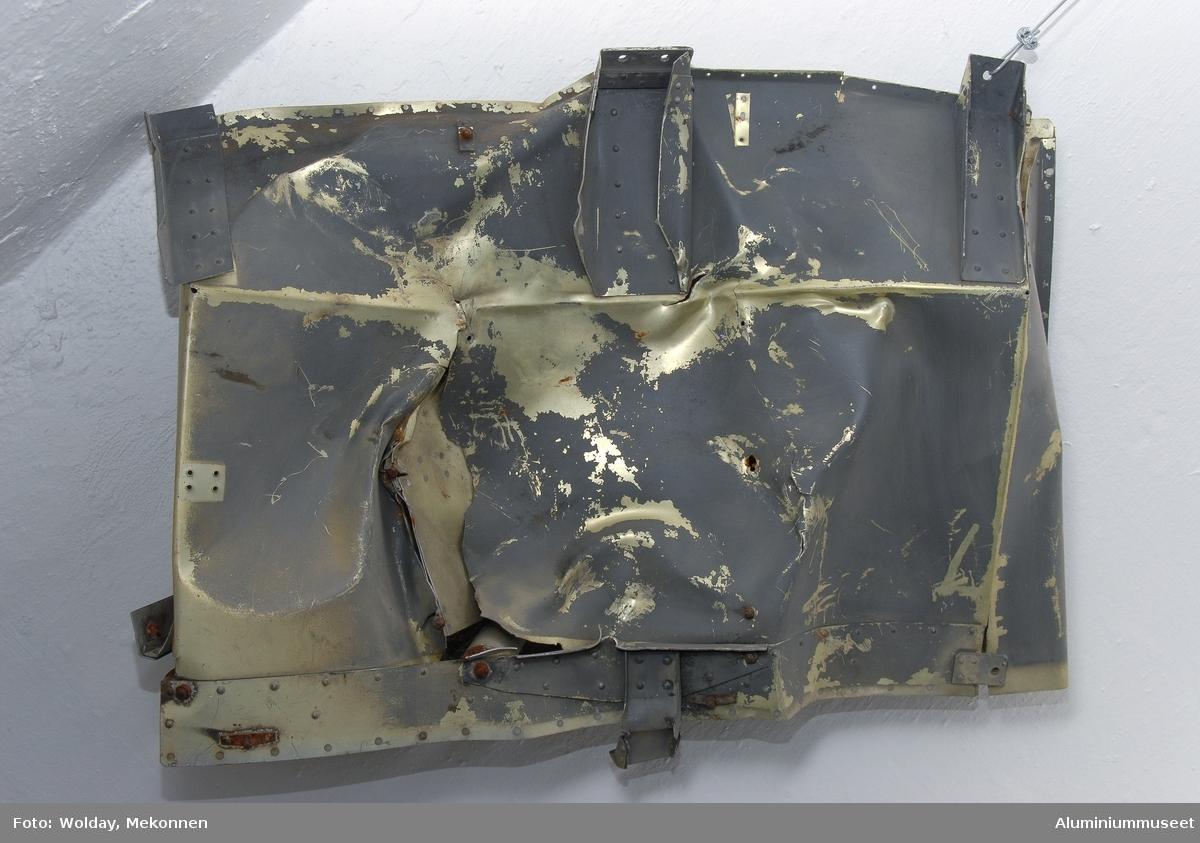"""Vrakrest av Junker 88. Laget av duraluminium som er en spesiell """"sandwich"""" valsing av aluminiumplater hvor kjernen er av kobber for styrke og tøyelighet."""