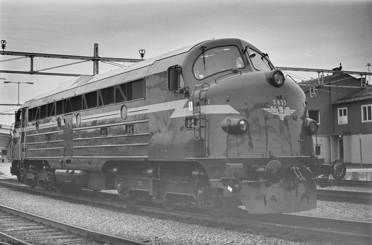Diesellokomotiv type Di 3 nr. 633 på Trondheim stasjon.