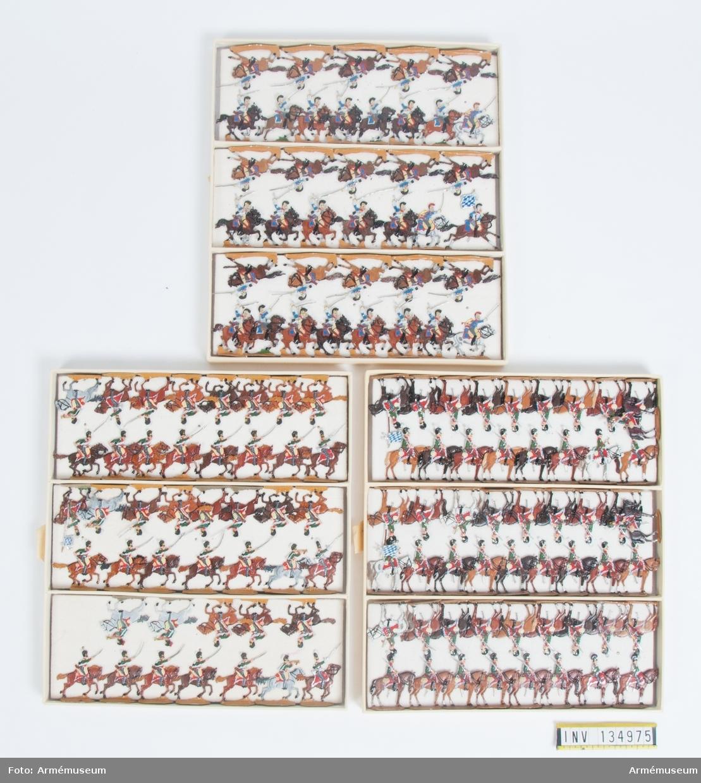 Kavalleri, dragoner och kyrassiärer från Bayern från Napoleonkrigen. Tre lådor med figurer. Fabriksmålade.