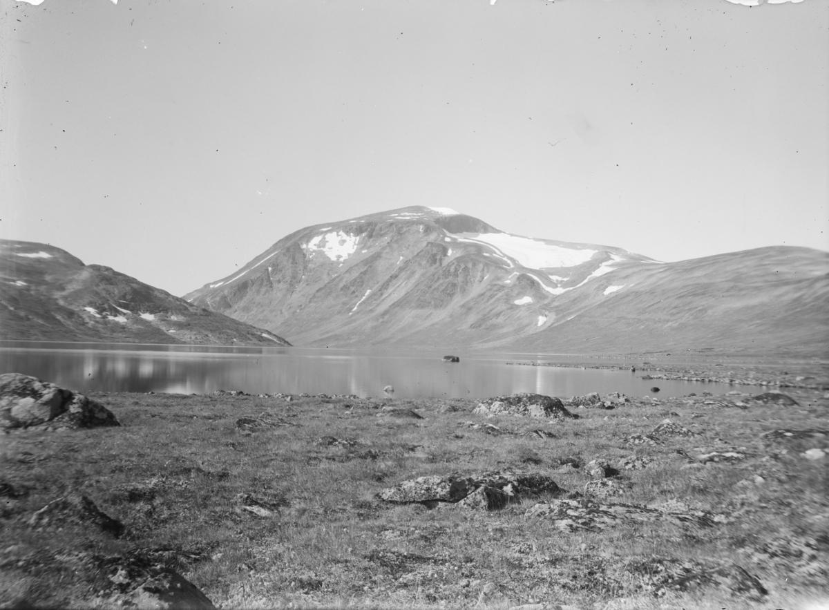 Jotunheimen, fjellandskap, Besshøe med Bessvatnet