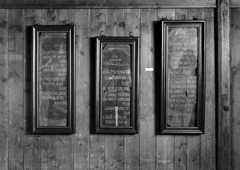Minnetavler fra kong Christian 6.'s norgesbesøk i 1733 ble tidligere vist fram i glass og trerammer.
