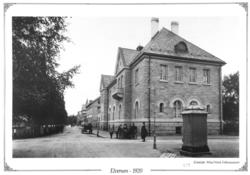 Sparebanken før bombingen. Fotograf Wilse/ Glomdalsmuseets fotoarkiv.