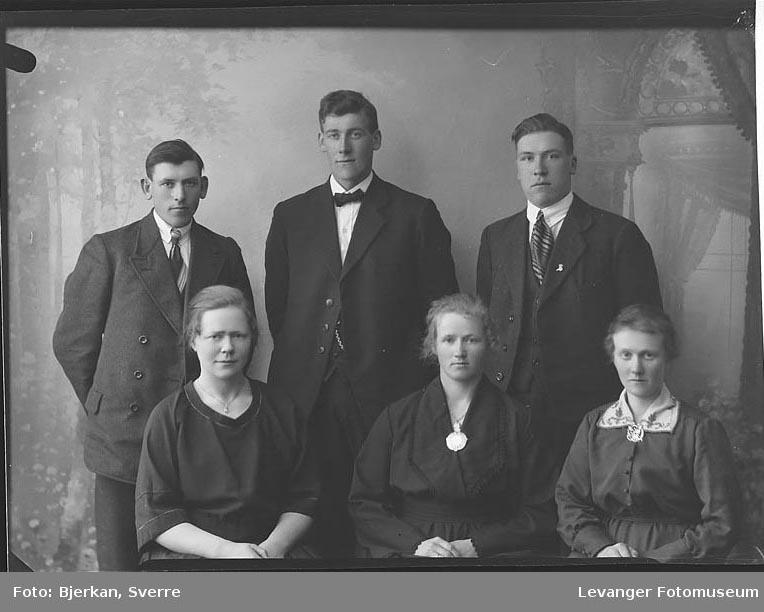 Gruppebilde av tre menn og tre kvinner en av mennene heter Oskar Nordmark