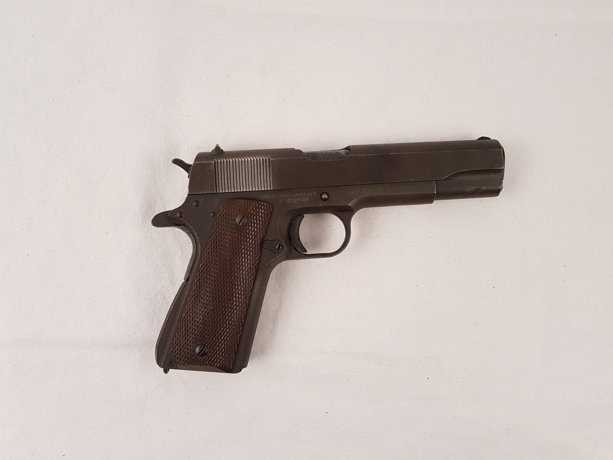 Colt M1911. Pistolen mangler magsin.