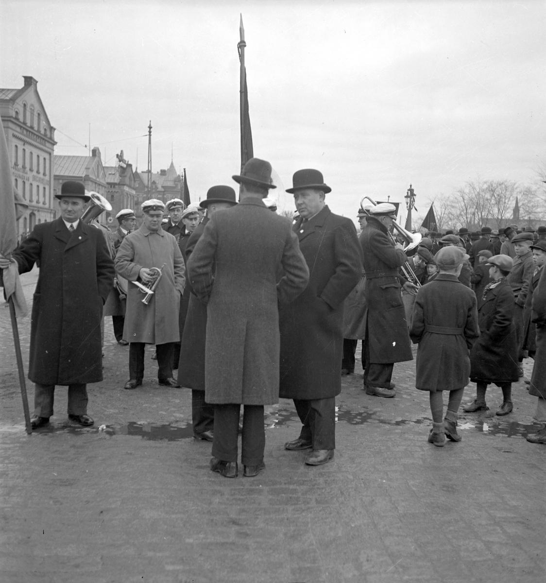 Första majdemonstration vid Fisktorget/Hamntorget. Den 1 maj 1936. Reportage för Arbetarbladet