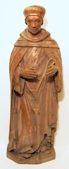 Stående munk, brunbetsad med händerna nygjorda.