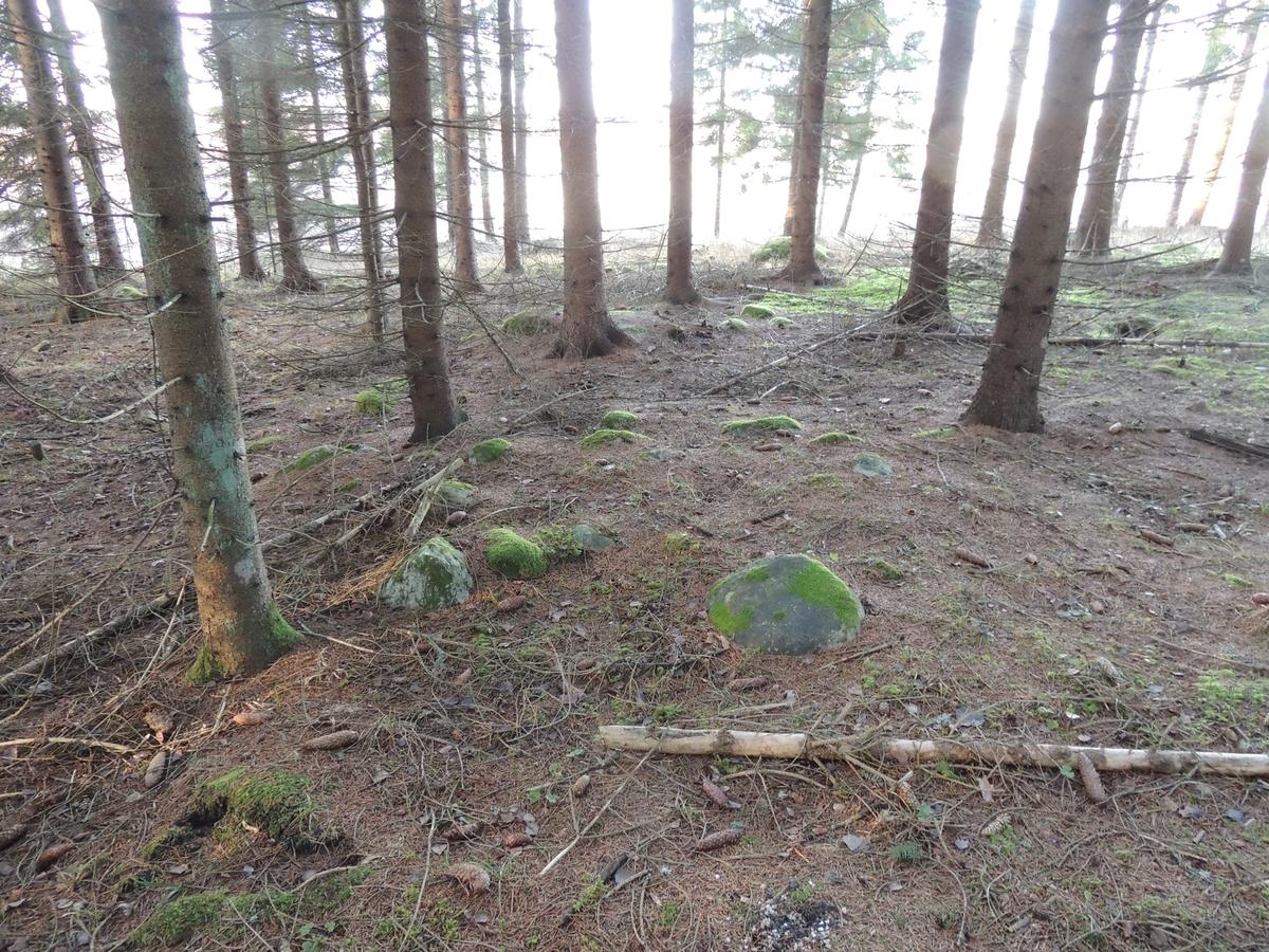 Arkeologisk utredning, Markim 3:ny, stensamling nära husgrund, Ybelholm, Markims,  socken, Uppland 2017