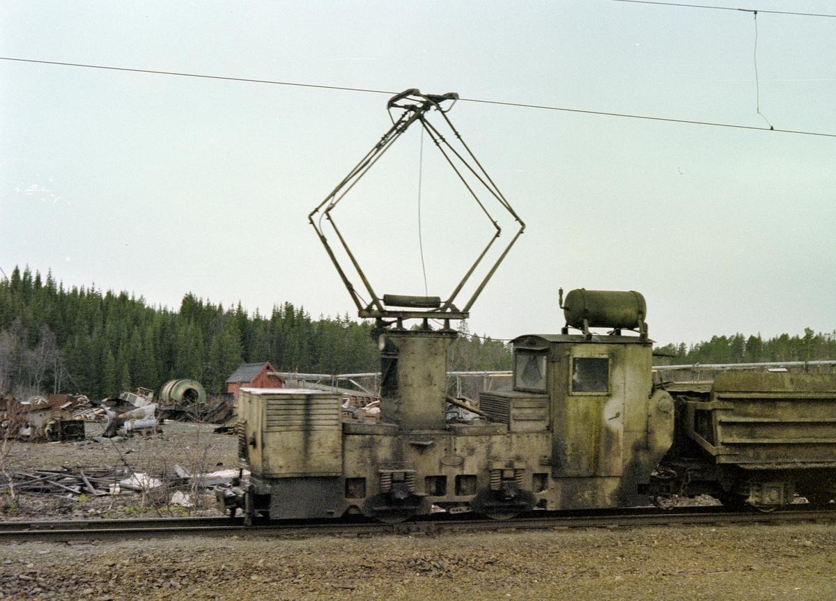 Elektrisk lokomotiv på Fagerlibanen ved Løkken. Sporvidde 60 cm.