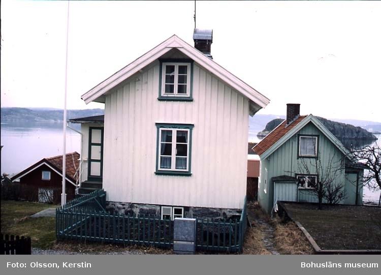 """Text på kortet: """"Rågårdsvik Skaftö sn. April 1987""""."""