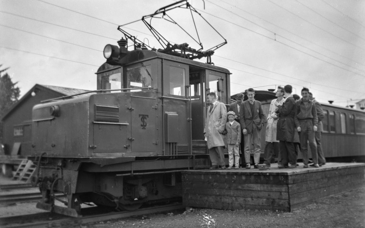 Thamshavnbanens lokomotiv nr. 6 på Løkken stasjon.