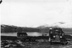 Bilde viser Putna-hytta, Vavatn Uthus/do er under bygging Bi