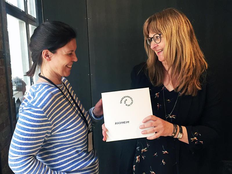 Linn Catrine Lunner (fv) fra Sparebankstiftelsen DNB og Sissel Guttormsen, direktør på Rockheim. (Foto/Photo)