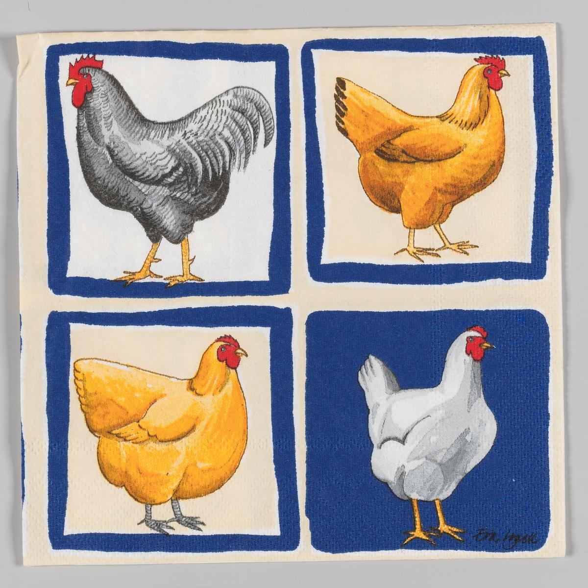 Servietten er delt inn i fire felter med hvert sitt motiv. En grå høne. En hvit hane. En hvit høne. En brun høne.