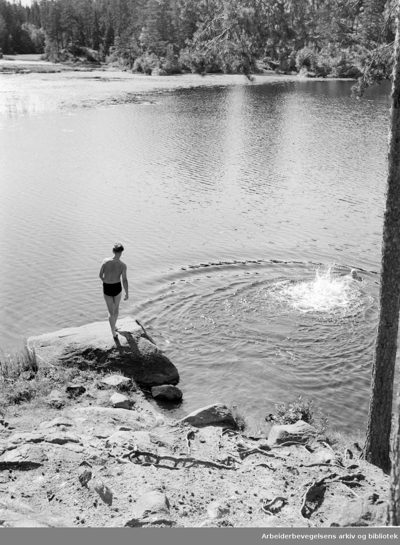 Østmarka, Ulsrudvannet. Badeliv. August 1952