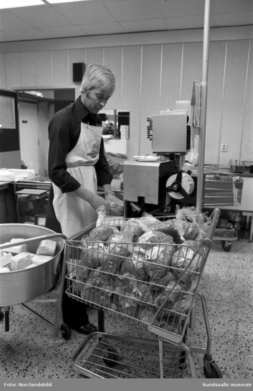 ICA Stammen i Söråker invigs med butiken full av kunder.