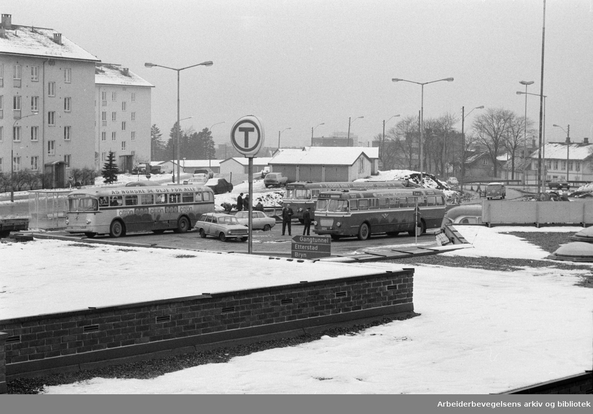 Helsfyr. Matebuss stasjon. Februar 1973