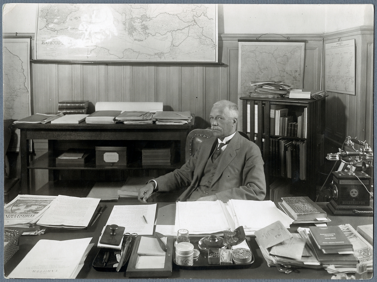 Överdirektör J H Flodin.