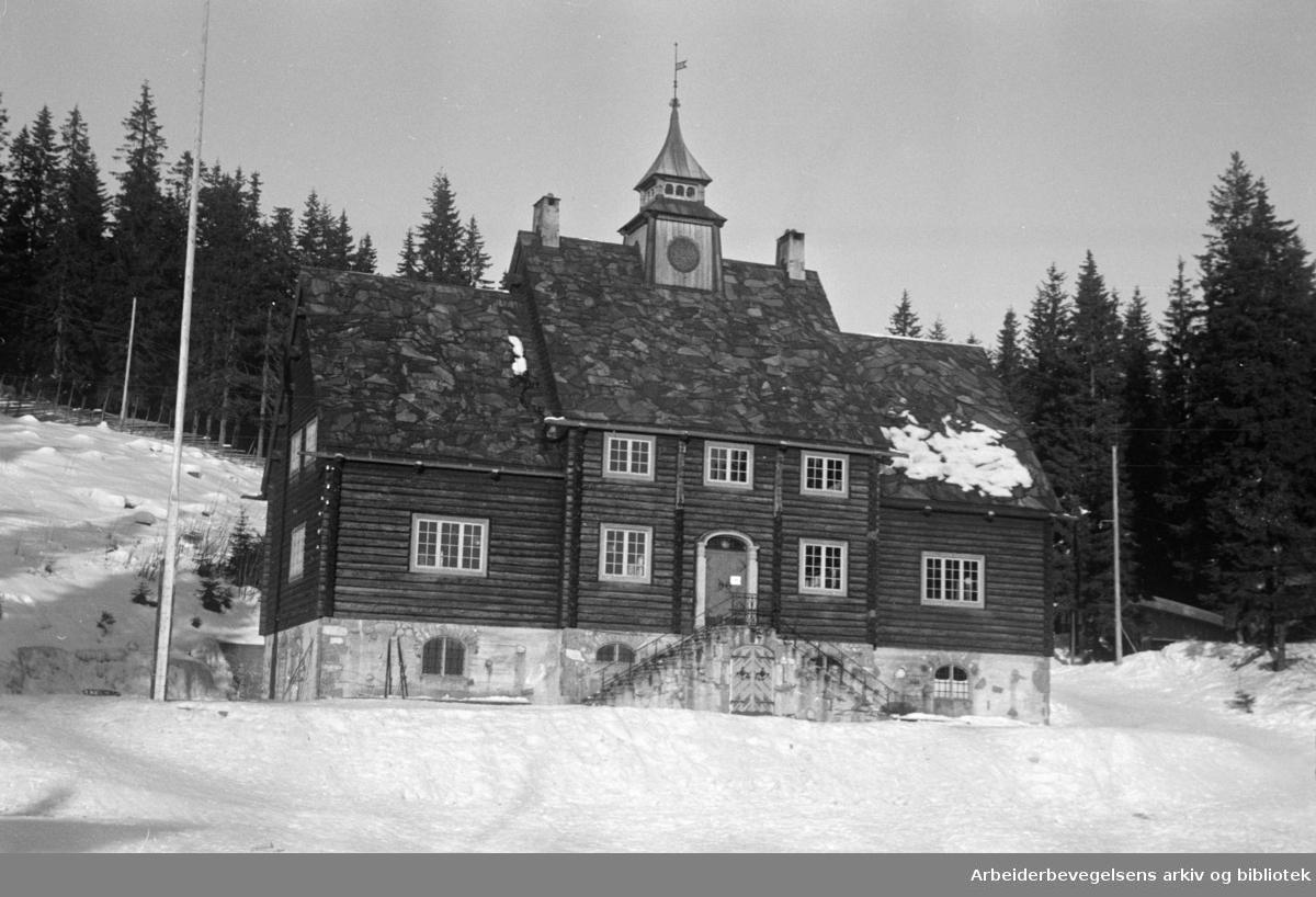 Frognerseteren. Skimuseets gamle bygning. Januar 1947