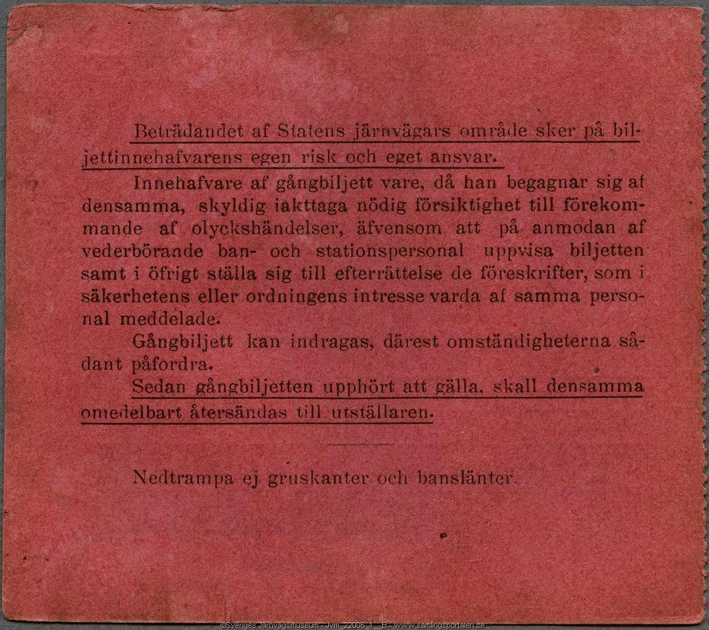 """Röd gångbiljett med text i svart som dels är tryckt, dels är maskinskriven: """"Gäller endast för tjänstebruk Statens Järnvägar. Häfte n:r 119 Gångbiljett n:r 27 för Skogsvaktare Olof Larsson gällande å linjen mellan stationerna Korsån-Storvik, Dalgränsen-Ljusdal, Strömsbro-Ockelbo, Kilafors-Marmaverken, Bollnäs-Tungsen till och med den 31 december 1958 Biljetten gäller även å nedanstående stationerna. Storvik den 12/2 1958 [sign] Baningenjören"""". Biljettexten är inramad med streckad linje. Ena sidan har märken efter perforering där den suttit fast i ett häfte. Baksidan har informationstext som berör regler för vistelse på banvall och spår."""