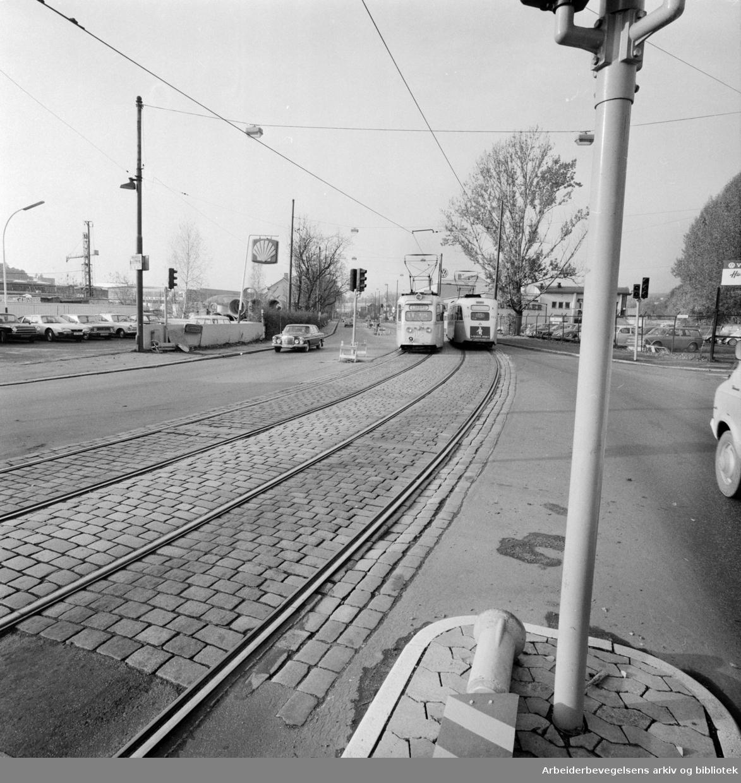 Drammensveien. Buss og trikk får egne filer..Oktober 1975